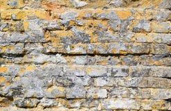 Gele bruine industriële bakstenen muur Royalty-vrije Stock Foto
