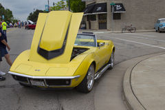 Gele 1968 Chevy Corvette Roadster Front View stock afbeeldingen