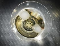 Gele Cocktail in een Martini-Glas royalty-vrije stock fotografie