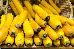 Gele courgettes in een mand Royalty-vrije Stock Fotografie