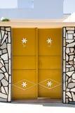 Gele deur Stock Foto's