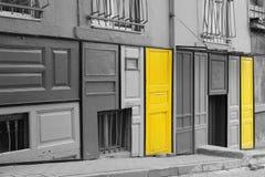 Gele deuren Stock Foto's