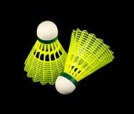 Gele die badmintonshuttles op zwarte worden geïsoleerde Royalty-vrije Stock Foto