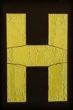 Gele die brief H met vorst wordt behandeld Stock Fotografie