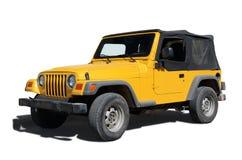 Gele die jeep op wit wordt geïsoleerd Stock Afbeelding