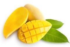 Gele die mango op wit wordt geïsoleerd Royalty-vrije Stock Foto's