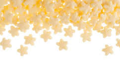 Gele die sterrencornflakes op witte achtergrond, decoratief kader met exemplaarruimte worden geïsoleerd Graangewassentextuur Stock Foto