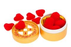 Gele doos met rode harten Stock Foto's