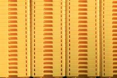 Gele dozen op een markt als abstract patroon als achtergrond Royalty-vrije Stock Fotografie