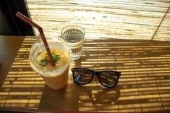 Gele drank stock foto