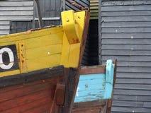 Gele en blauwe houten boten Stock Afbeeldingen