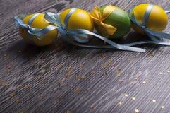 Gele en groene eieren Stock Fotografie