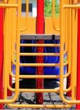 Gele en Rode Barstappen in Speelplaats Royalty-vrije Stock Foto