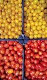 Gele en rode kersentomaten royalty-vrije stock fotografie