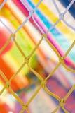 Gele en witte netto en zeer kleurrijke achtergrond in kinderen pl Stock Foto