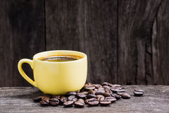 Gele espressokop Stock Afbeeldingen