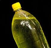 Gele fles met soda Stock Afbeelding