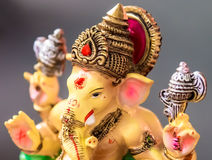 Gele Ganesh (Ganapati--Olifantsgod) in Hindusim-mythologie CLO royalty-vrije stock afbeeldingen