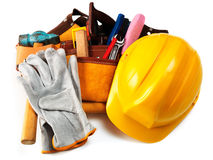 Gele geïsoleerdew helm en verschillende hulpmiddelen Stock Afbeelding