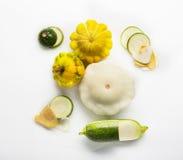 Gele, groene en ronde die courgette op witte achtergrond wordt geïsoleerd Royalty-vrije Stock Foto's