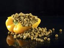 Gele Groene paprika en erwten. Stock Foto's