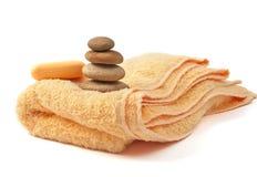 Gele handdoek en zeep Royalty-vrije Stock Fotografie