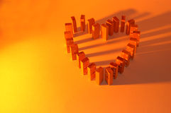 Gele het hart van de domino stock fotografie