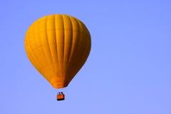Gele hete luchtballon Stock Afbeeldingen