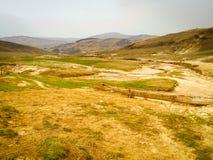 Gele heuvels van de landschaps de lege vallei Stock Afbeeldingen