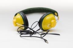 Gele hoofdtelefoons Royalty-vrije Stock Foto's