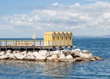 Gele houten cabines stock fotografie