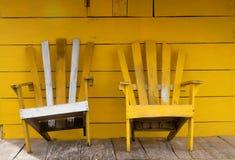 Gele houten stoelen Royalty-vrije Stock Fotografie
