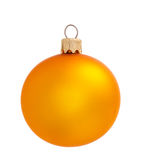 Gele Kerstmisbal die op de achtergrond wordt geïsoleerd Stock Afbeeldingen