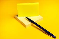 Gele kleverig Stock Foto's