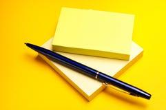 Gele kleverige nota Royalty-vrije Stock Foto's