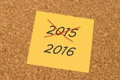 Gele kleverige nota - voorbij Jaar 2015 en Nieuwjaar 2016 Royalty-vrije Stock Foto's