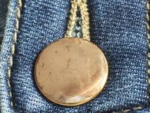 Gele knoop in jeans royalty-vrije stock afbeeldingen