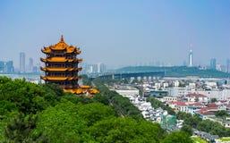 Gele kraantoren en Grote de Brug toneelmening van Wuhan Yangtze binnen stock foto's