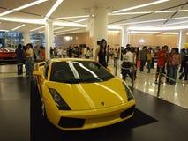 Gele Lamborghini op vertoning in Bangkok. Stock Afbeelding
