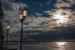 Gele lampen aan wal Royalty-vrije Stock Foto