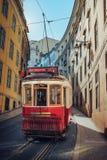 Gele Lissabon tram Stock Afbeeldingen