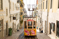 Gele Lissabon tram Royalty-vrije Stock Foto