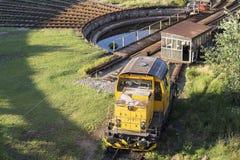 Gele locomotief stock foto