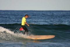 Gele longboarder Stock Foto