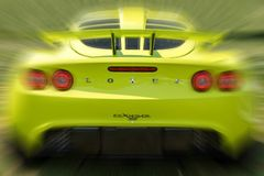 Gele Lotus Exige Sports Car Rear met Motie royalty-vrije stock foto