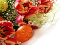 Gele narcissen en eieren Royalty-vrije Stock Afbeeldingen