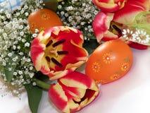 Gele narcissen en eieren royalty-vrije stock fotografie