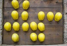 Gele neerstorting-helmen Royalty-vrije Stock Fotografie