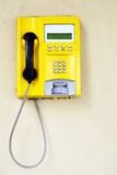 Gele openbare telefoon Stock Afbeelding