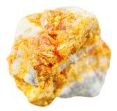 Gele Orpiment minerale steen op geïsoleerd dolomiet Stock Afbeeldingen